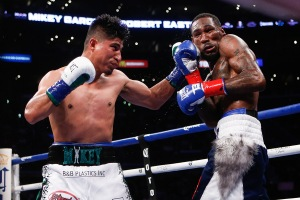 Mikey Garcia vs Robert Easter Jr